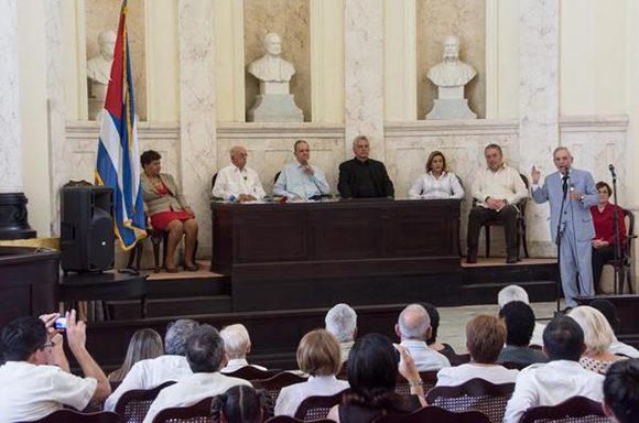 Intervención del Dr. Eusebio Leal Spengler, Historiador de la Ciudad, durante la ceremonia solemne de entrega de la Orden Carlos J. Finlay (Foto: Marcelino Vázquez/ ACN).