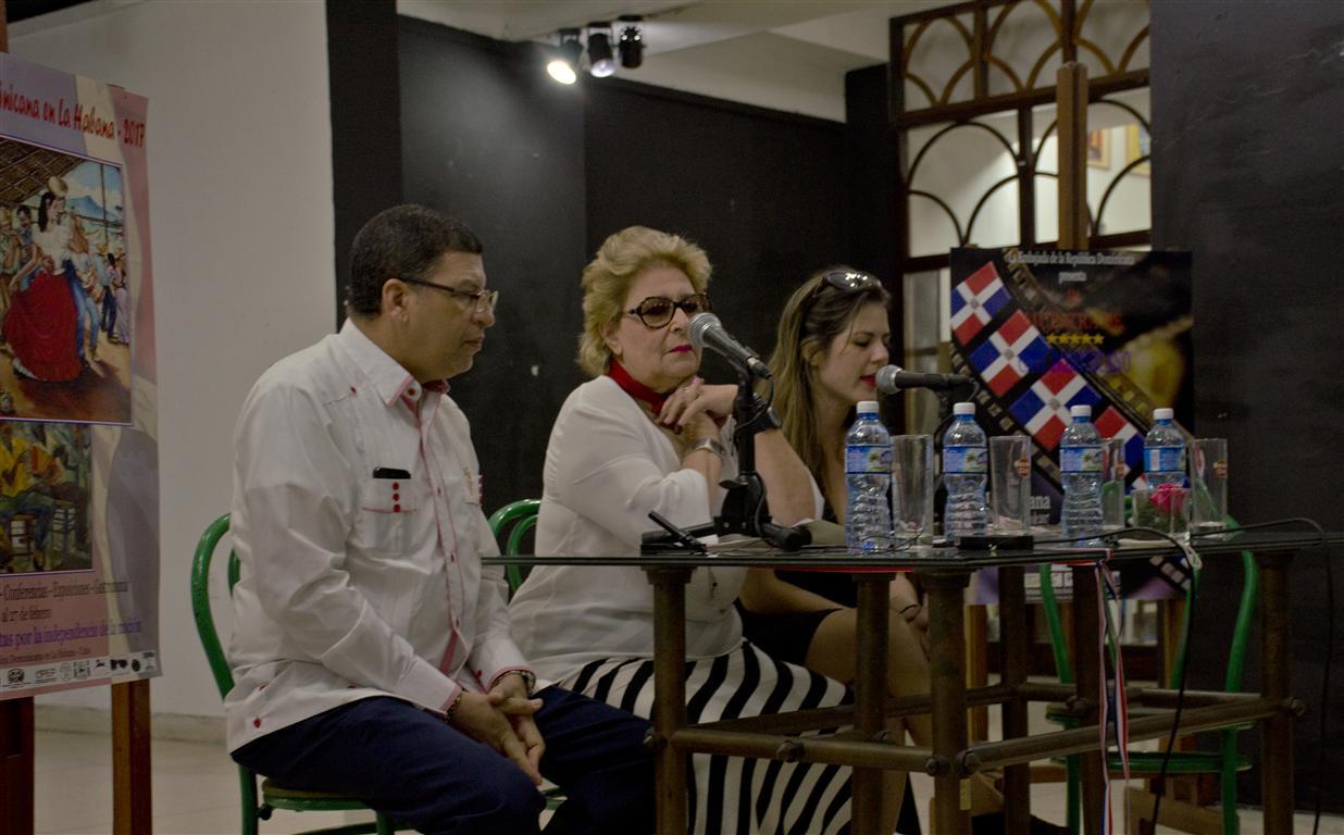 conferencia de prensa semana dominicana5 (Medium)