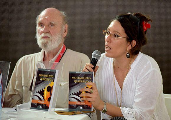 Susana Haug comentó que el texto de Gibson podría ser clasificada como una distopía o una gran paradoja. Foto: Cinthya García Casañas/ Cubadebate