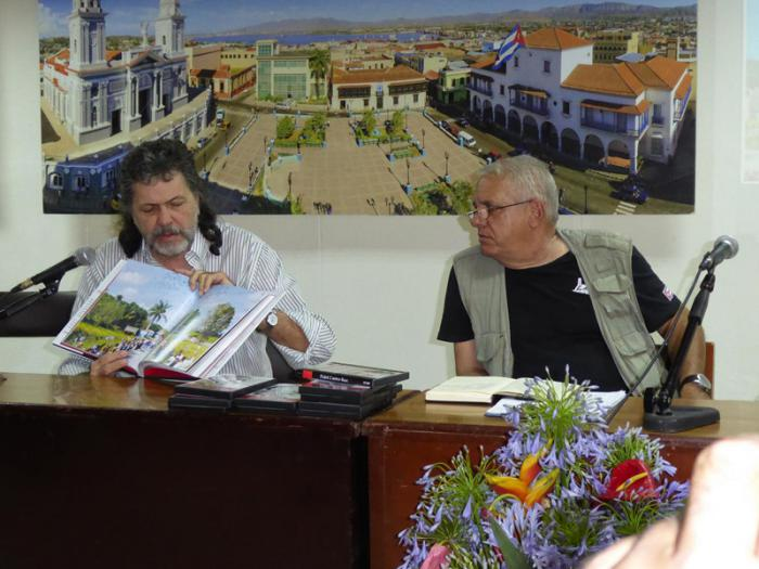 Abel Prieto, ministro de Cultura, presentó el libro Exequias, Fidel Castro Ruz. Foto: Eduardo Palomares