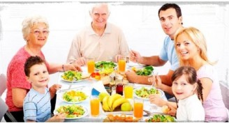 imagenes-de-familias-comiendo-sano (Medium)
