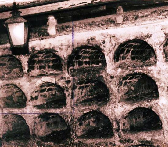Iglesia del Espíritu Santo, nichos de enterramiento