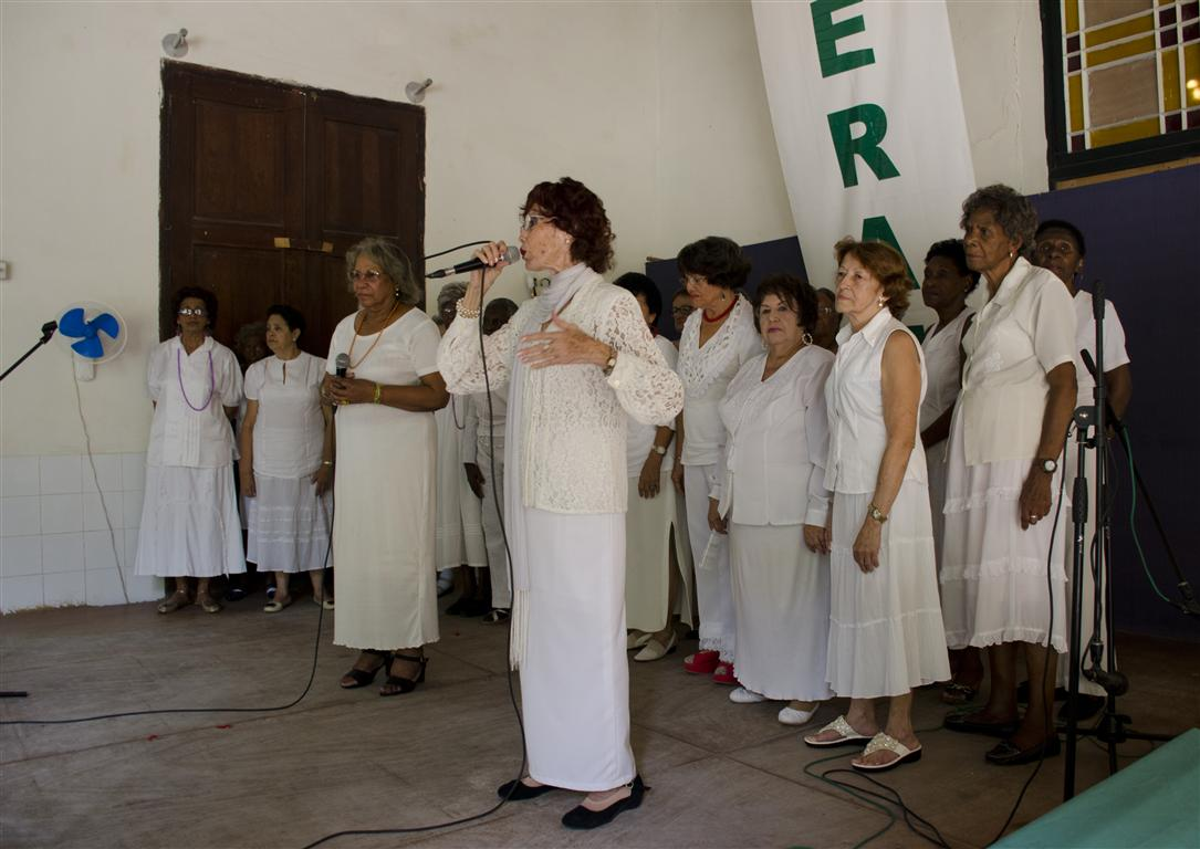 coro de abuelos (Medium)