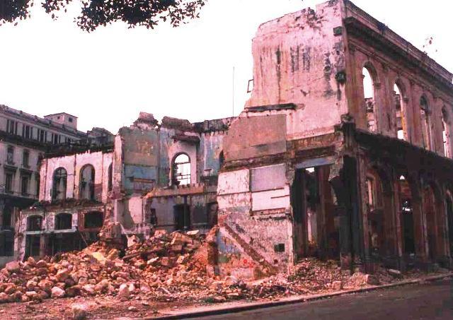 Trabajos de demolición en el antiguo edificio