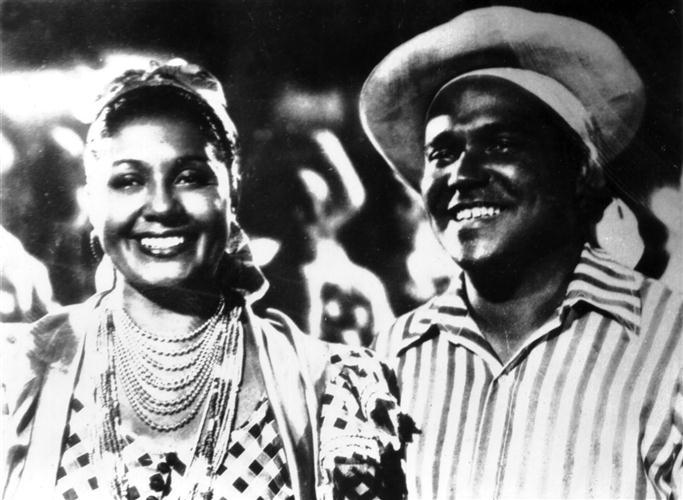 Oscar-López-y-Rita-Montaner-en-el-filme-mexicano-cubano-María-la-O-Custom