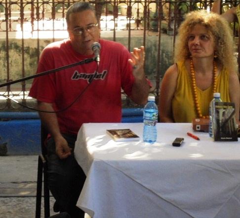 Karla y su presentador