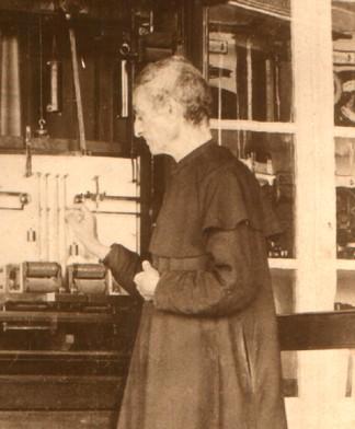 Viñes ante el Meteorógrafo de Secchi hacia 1890