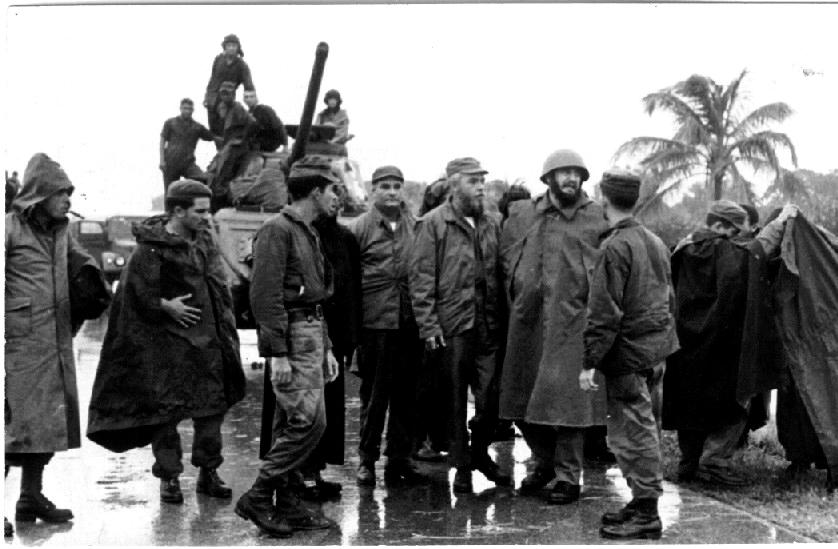 Fidel Castro durante el ciclón Flora