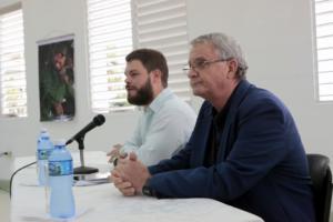 De izquierda a derecha los doctores en ciencias Fidel Antonio Castro y Carlos Cabal, integrantes del Consejo Asesor de la Cátedra. Fotos: Cortesía Dpto. Comunicación U.O