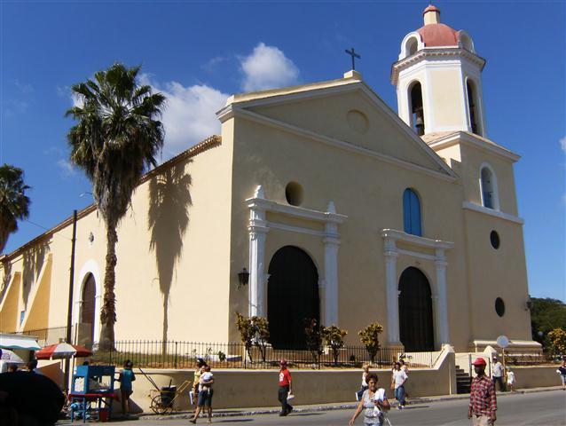Iglesia_ubicada_en_el_centro_de_Guanabacoa (Small)