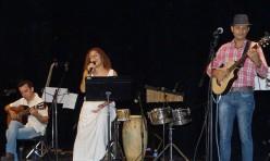 Lynn canta a Sindo