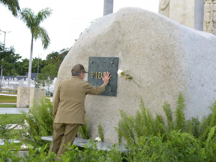 A Fidel también el tributo. Foto: Estudios Revolución