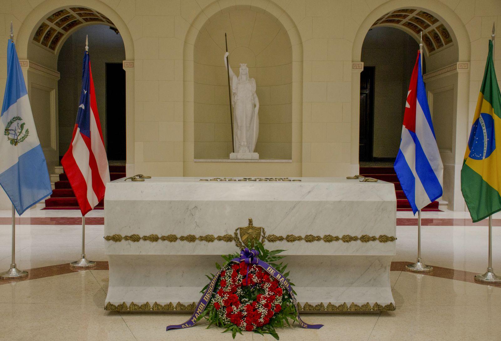 17. Las banderas de Cuba y Puerto Rico
