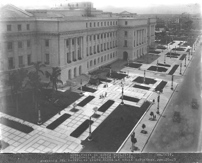 4. Entrada al Capitolio por la calle Industria Foto de 1929