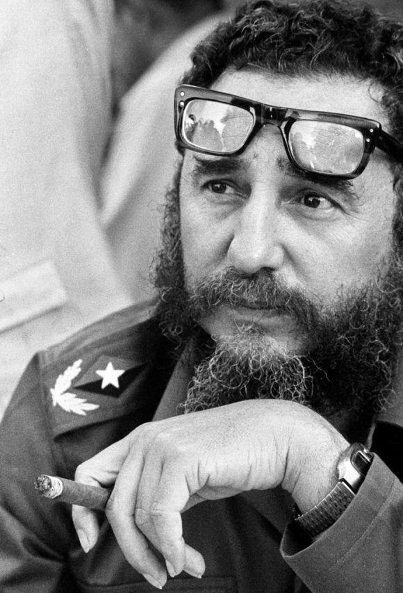 5.-En-el-Valle-de-CaujeriGuantanamo-1977-34-x-50-cm-Fidel-Castro-580x853
