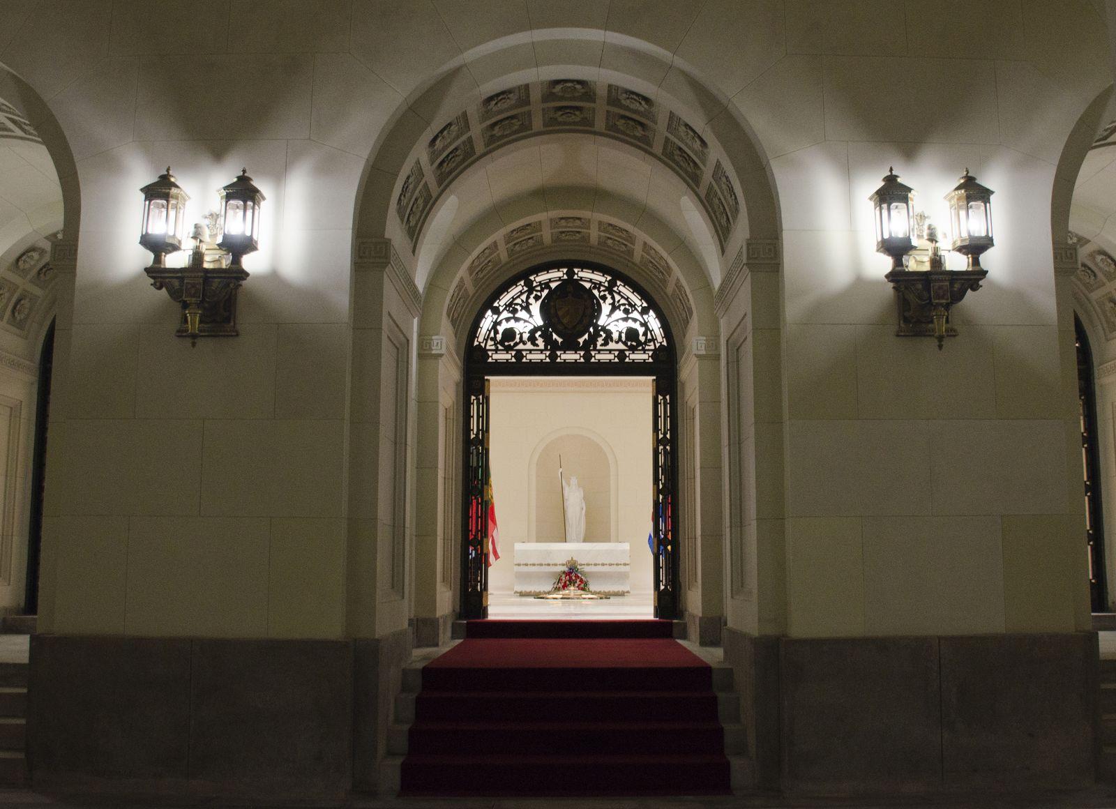 5. Puertas de hierro entrada a la cripta