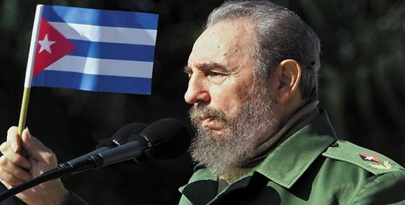 720-fidel-bandera-cubana