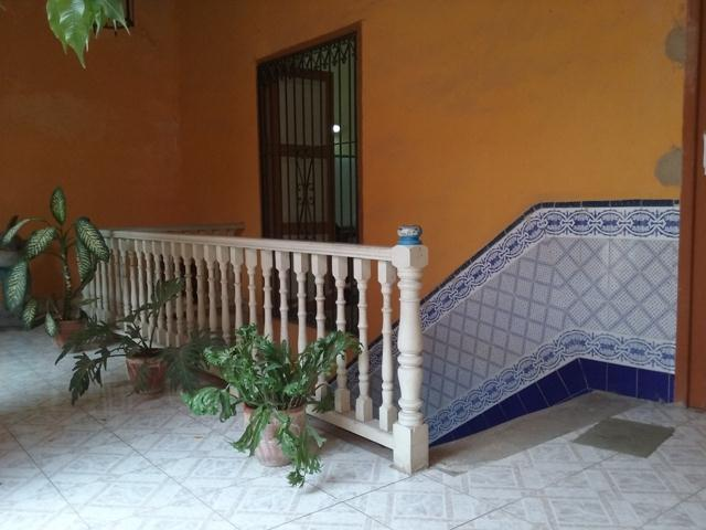 Galería alta y escalera principal