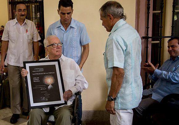 Armando Hart Dávalos junto a Oscar López Rivera, en la última aparición pública que hiciera el intelectual y político cubano, el 13 de noviembre de 2017, en el Instituto Cubano de Amistad con los Pueblos. Foto: Ismael Francisco/ Cubadebate.