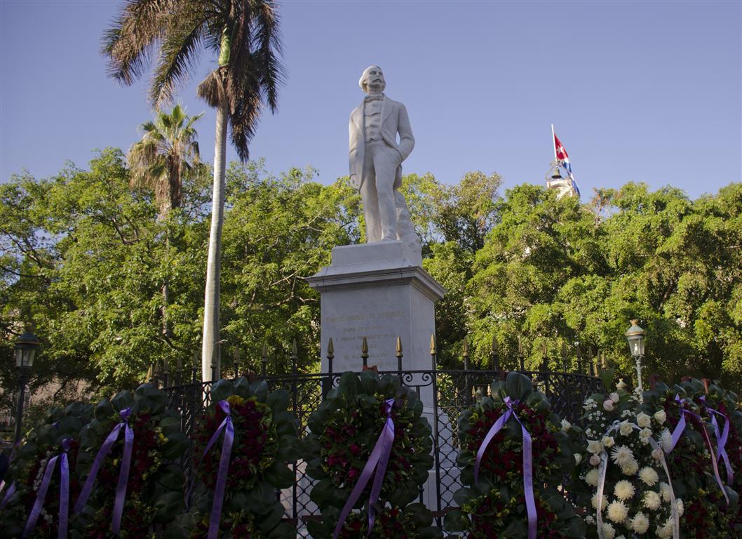 Acto por el 10 de octubre en la Plaza de Armas, del Centro Histórico habanero