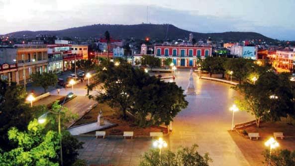 0109-parque-calixto-garcia-noche-holguin-