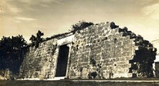 Muralla-puerta Egido