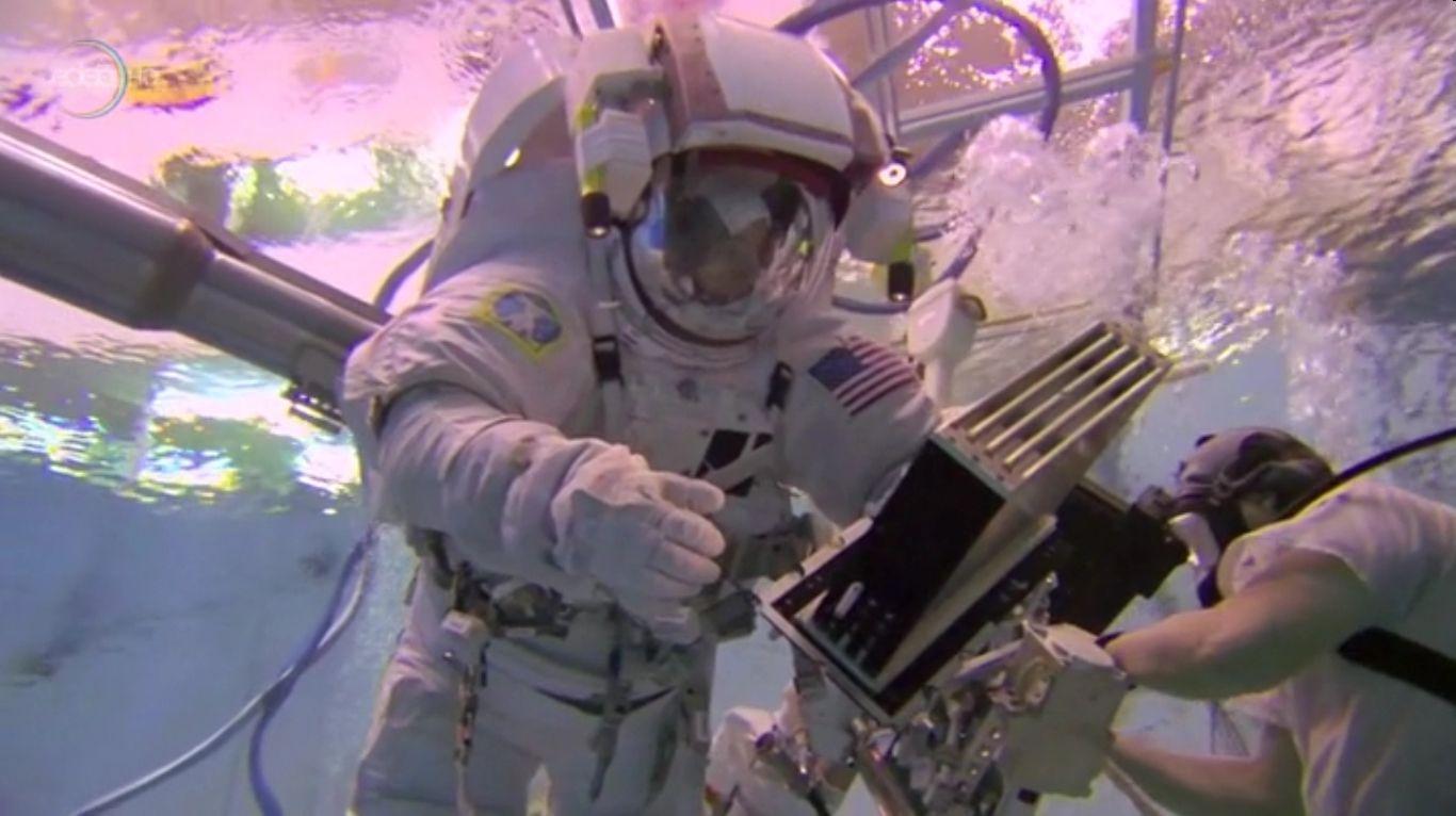 astronauta en el agua