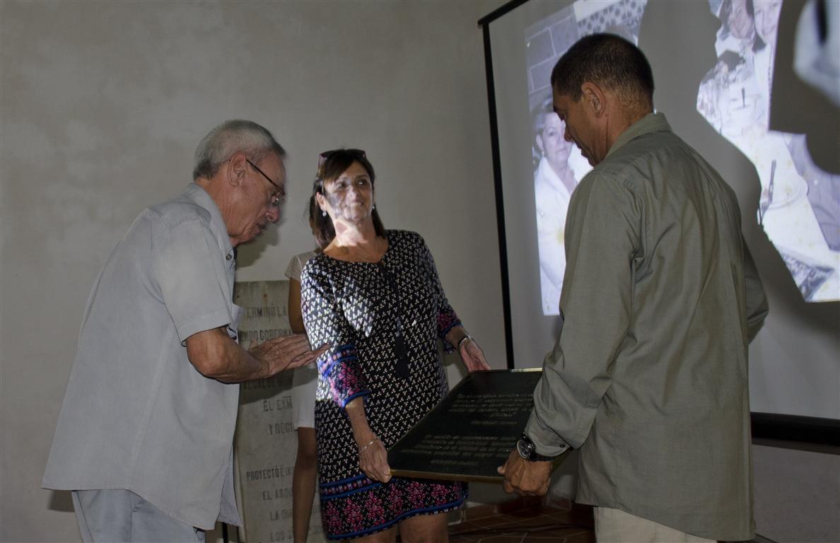 homenaje 30 y mas entrega placa (Medium)