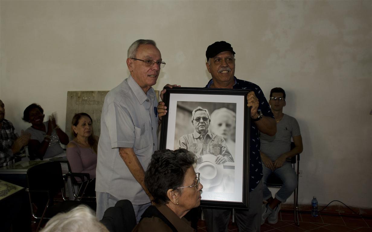 El documentalista y fotógrafo Roberto Chile también se sumó al reconocimiento al Doctor Leal Spengler