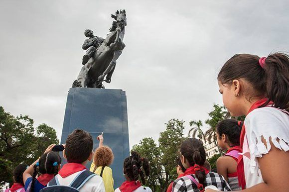 jose-marti-estatua-3-580x386