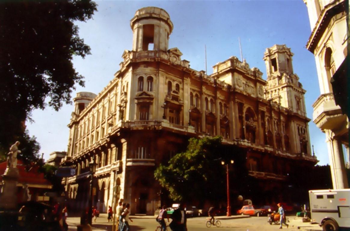 Centro Asturiano antes de la restauración