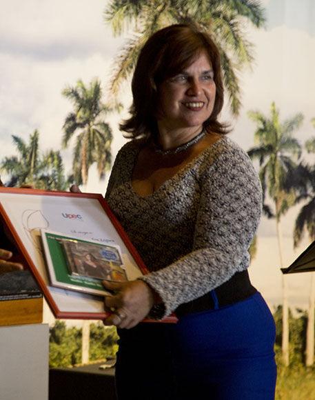 Angélica Paredes, premio Juan Gualberto Gómez. Foto: Ismael Francisco/ Cubadebate