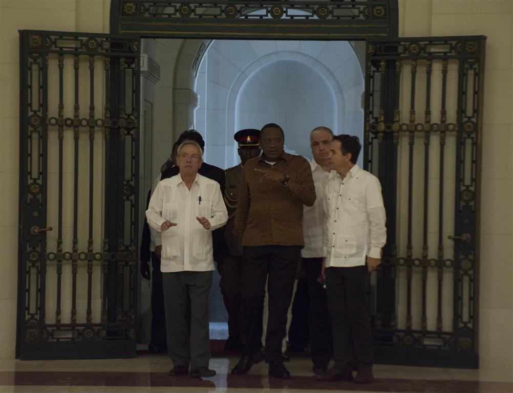 presidente kenya y leal recorrido por el capitolio 47 (Medium)