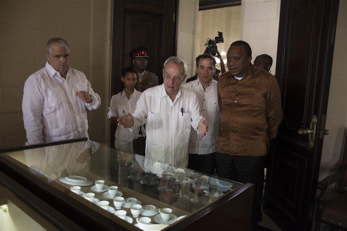 presidente kenya y leal recorrido por el capitolio 53 (Medium)