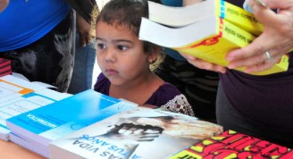Cerca de 100 000 ejemplares están a la disposición del lector durante el capítulo espirituano de la XXVII Feria Internacional. (Foto: Vicente Brito/ Escambray)