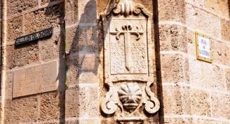 Lápida ubicada a la entrada del hoy Callejón del Chorro
