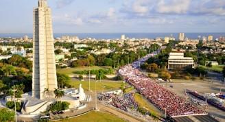 Desfile del Primero de Mayo en La Habana visto desde el mirador de la Plaza de la Revolución José Martí. Foto: Leysi Rubio/ Cubadebate.