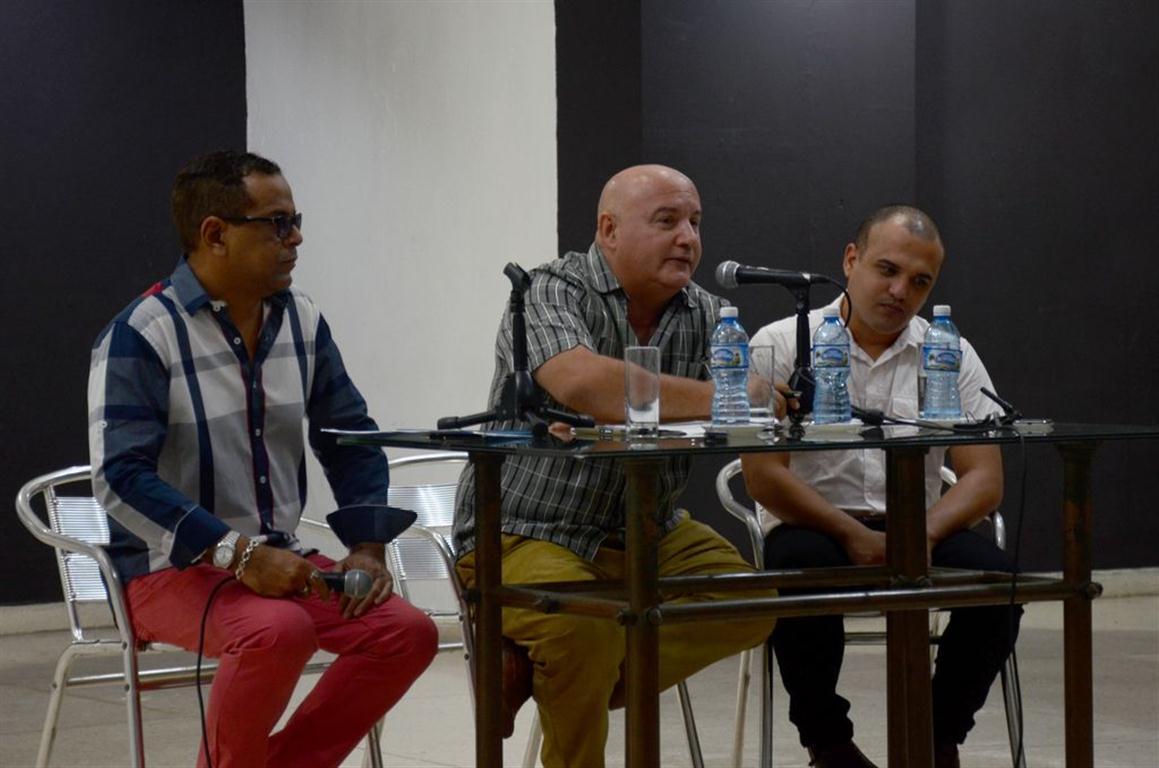 De izquierda a derecha, Felix Enrique Valle, Relaciones Públicas del ISA; Alexis Seijo y Michel Cruz, rector y vicerector respectivamente