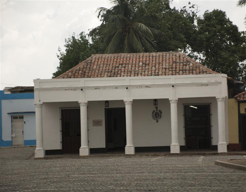 La casa de la nacionalidad cubana 1 (Medium)
