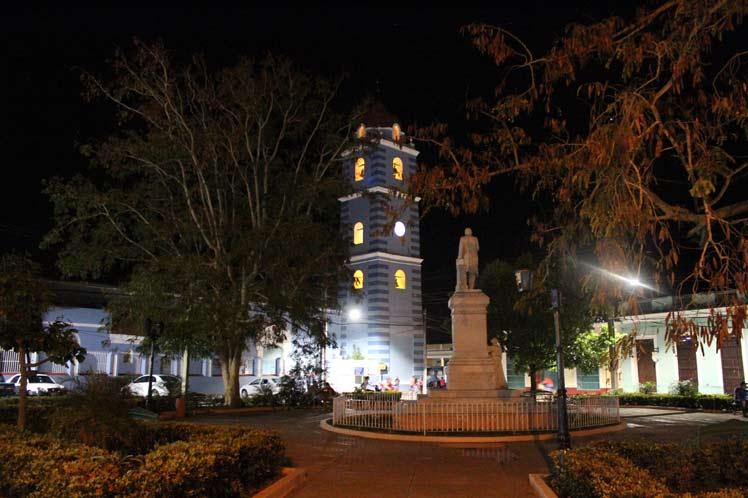 Vista nocturna de la Iglesia Parroquial Mayor.