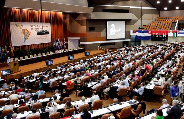 El Dr. Eusebio Leal Spengler (I), historiador de La Habana, durante su intervención en la plenaria dedicada al pensamiento de Fidel, en el marco del XXIV Encuentro del Foro de Sao Paulo, en el Palacio de Convenciones de La Habana, el 17 de julio de 2018. ACN FOTO/ Abel PADRÓN PADILLA/ rrcc