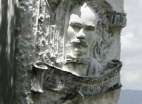 Detalle del monumento Bolívar y Martí en que se leen las palabras que escribió a Fausto Teodoro de Aldrey. Foto: Miozotis Fabelo Pinares