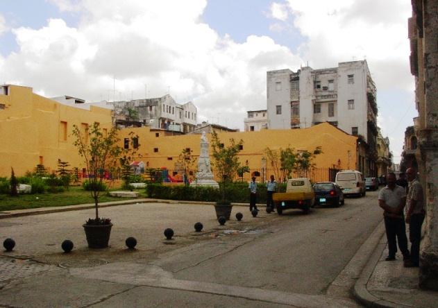 Parque Finlay en Cuba y Amargura (parque infantil)