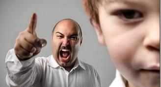 padre-gritando