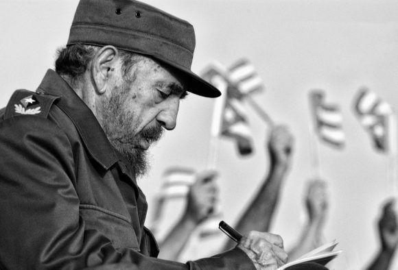 2.-Reflexión-2005-50-x-34-cm-Fidel-Castro-580x394