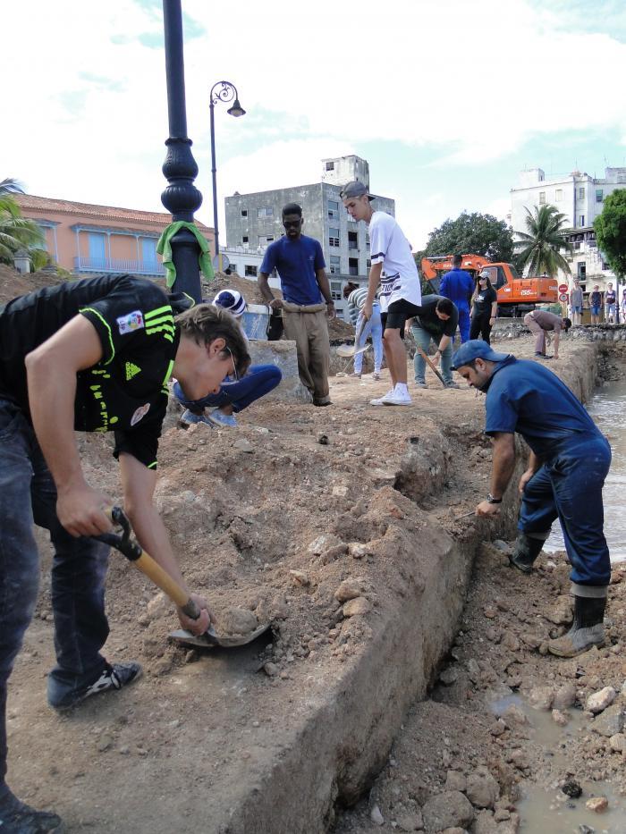 Excavación de la muralla (Foto: Oficina del Historiador de la Ciudad de La Habana)