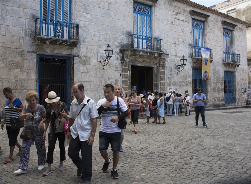 salida para el andar desde museo arte colonial (Medium)