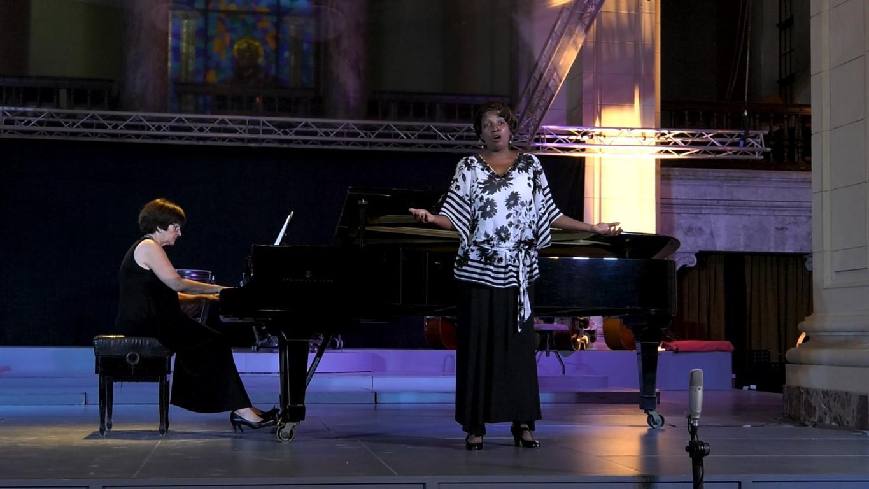 La soprano Lissete Carillo junto a la pianista Marita Rodríguez