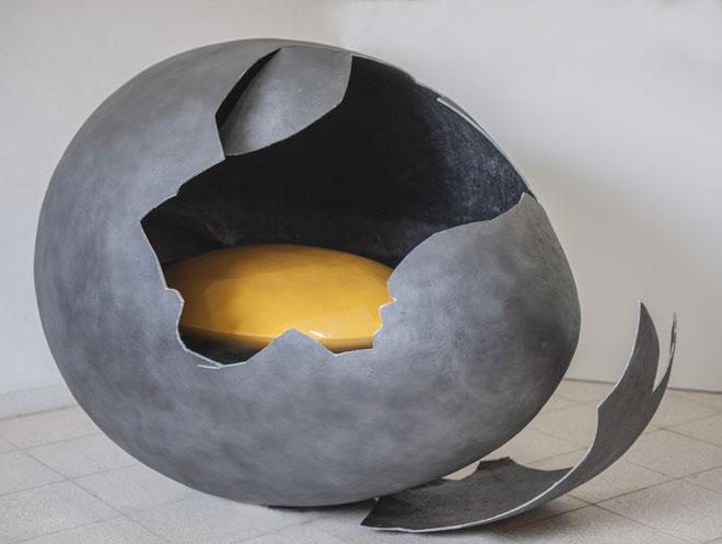 Maldeojo, 2018, resina y fibra de vidrio, 116x165cm.