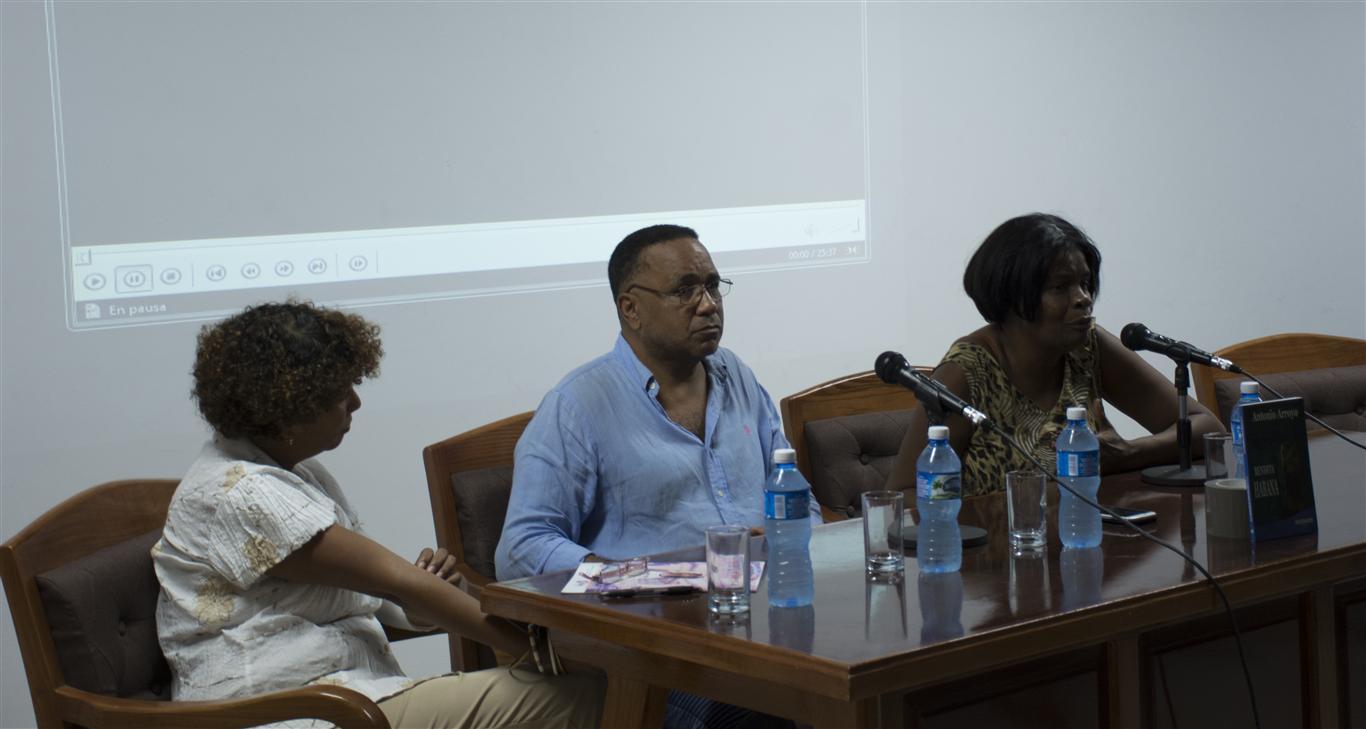 presentación del libro 3 directora editorial antonio y dulce maría sotolongo (Medium)